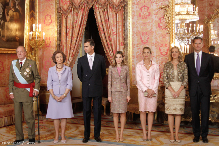 A spanyol királyi család, középen Fülöp herceg és felesége