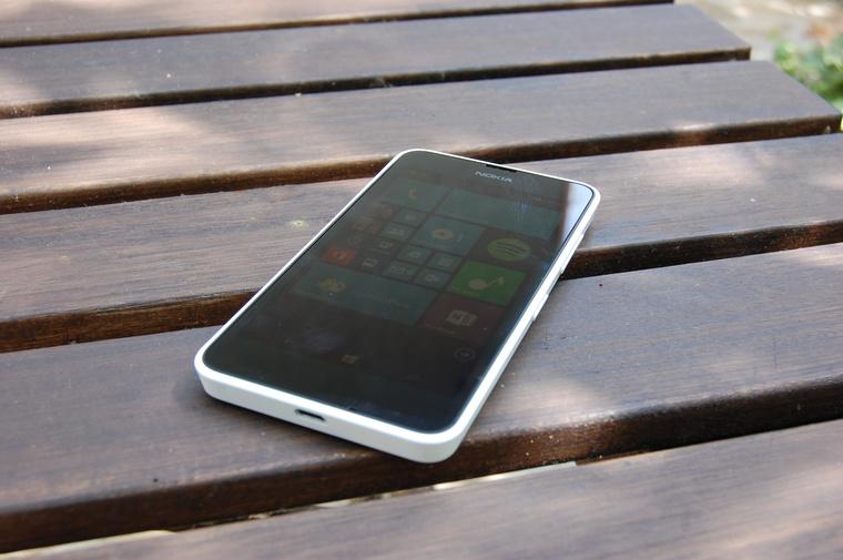 Egyszerű és olcsó telefonon debütál a Windows Phone 8.1
