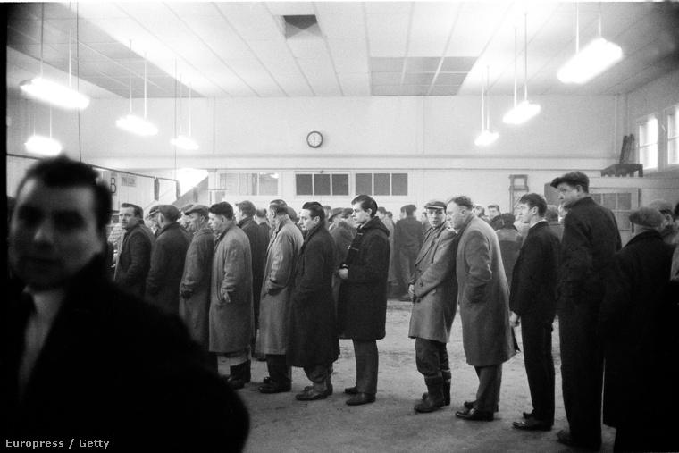 Munkaügyi központ az angliai Hartlepoolban, 1962.