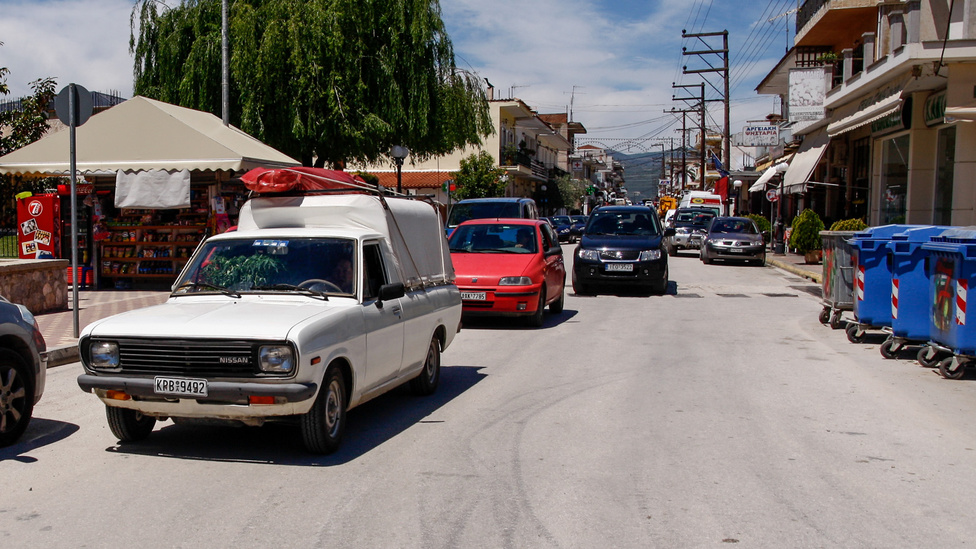 Igazán gyönyörű állapotban megmaradt Nissan, pontosabban Datsun Sunny pickup. Negyven év után is munkában áll