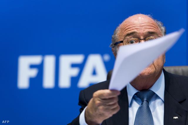 Sepp Blatter nyomás alatt