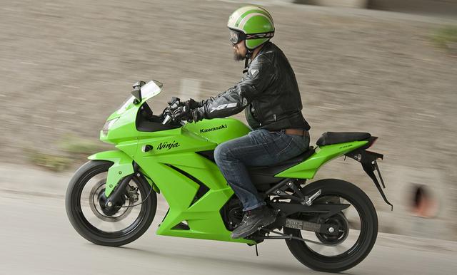 A Kawasaki Ninja 250R sportmotor akar lenni, csutkakormánya legalábbis van