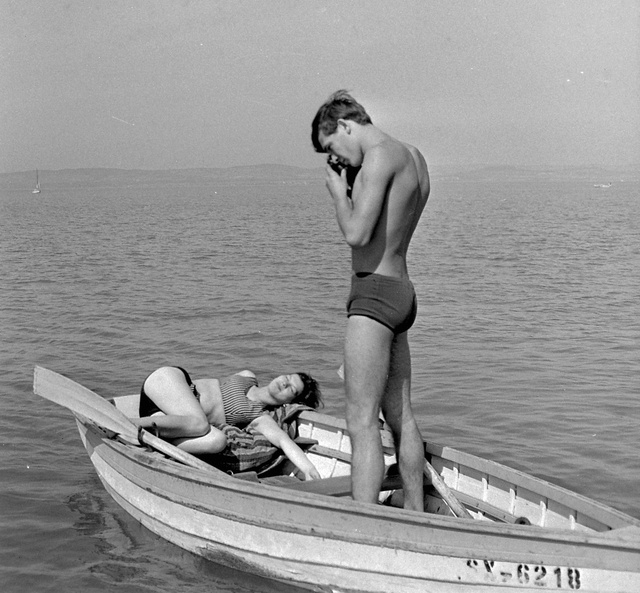 A becsokkoló archetípus régebbi verziója, aki egy teletömött skálás-szatyornyi filmmel ért haza a balatoni nyaralásról.