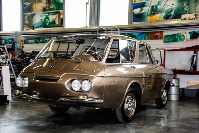A Renault 900 akár Jetsonák családi verdája is lehetne