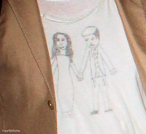 Ez pedig itt a póló közelről.