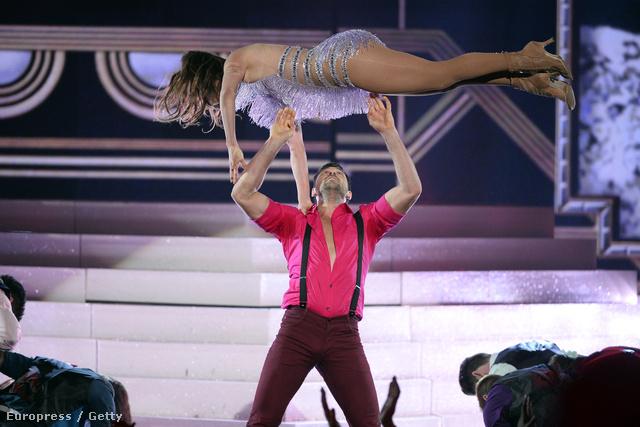 Jennifer Lopez és Makszim Csmerovszkij 2013 novemberében a Dancing With the Stars-ban