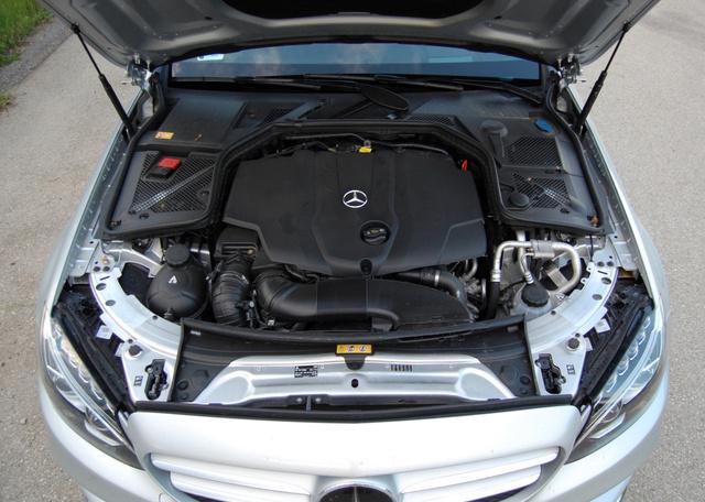 Nagyon hátra van tolva a motor, zárhíd alumínium