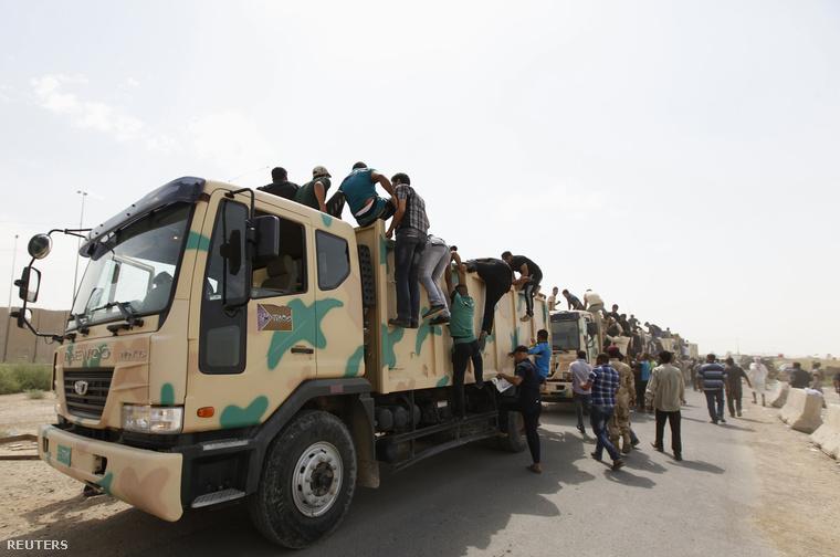 Önkéntesek indulnak Bagdadból északra a szunnita fegyveresek ellen harcolni