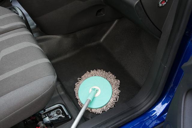 Nem viccelek, a fotózáshoz simán felmostam a műanyag padlót a Fordban