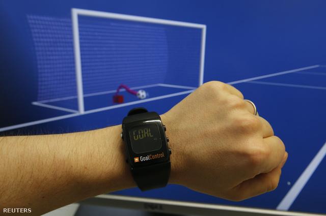 A GoalControl-rendszer 14 speciális kamerából és egy számítógépes rendszerből áll: a kamerák folyamatosan veszik a labda helyzetét, és kiszámolják, hol tart a pályán. A rendszer kiszűri a játékosokat és az egyéb pályaelemeket, csak a labda helyzetét mutatja.