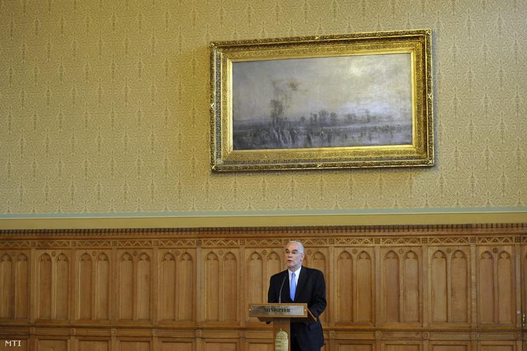 Balog Zoltán az emberi erőforrások minisztere sajtótájékoztatót tart a felsőoktatási törvény módosításáról az Országházban 2014. június 16-án.