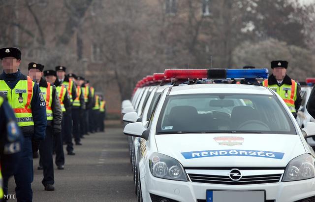 Federal Signal Phoenix fényhidakkal felszerelt rendőrautók. Ezek is ledesek, de nem lapos kivitelűek, így sokkal olcsóbbak, mint a Valor
