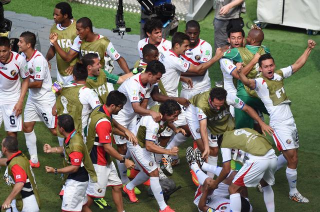 A Costa Rica-iak ünnepelnek az olaszok legyőzése után