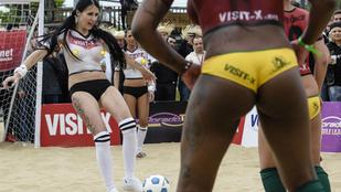 Félmeztelenül fociznak a német nők