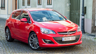 Opel Astra Cosmo 1.6 turbo OPC line aut - 2014.