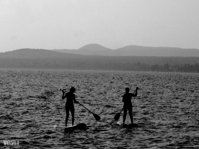 De jó nekik! Vajon kik ők és honnan vettek paddleboardot Balatonlellén?