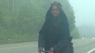 Rejtélyes fekete angyal rója az Appalache útjait