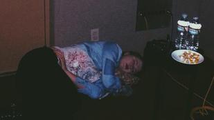 Ireland Baldwin alvás közben pont olyan csúf, mint bárki