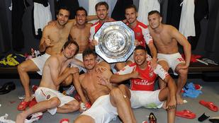 A fél Arsenal levetkőzött az örömtől