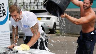 Ilyen lenne, ha chippendale-esek mosnák az ön kocsiját