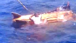 Megrázó videó: Így vadászták le a hajótörötteket a halászok az óceánon