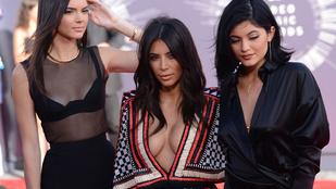 Kim Kardashian a melleit adta át az MTV díjkiosztón