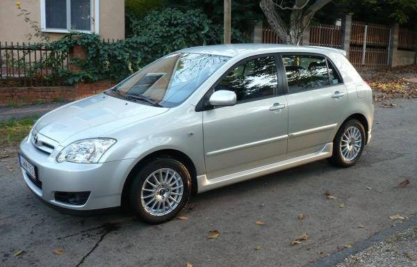 Ezt a Toyota Corolla 1,4 D4-D-t augusztus 3-án lopták el Budapestről, egy Szugló utcai mélygarázsból. Eredeti rendszáma JWM-650 volt.