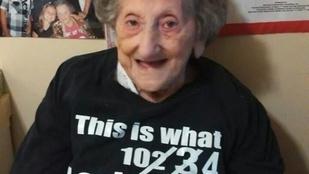 Sophie néni 105 lesz, de Facebookozik