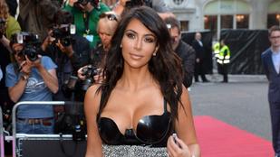Kim Kardashian óriási dekoltázzsal lett az év nője
