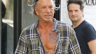 Mickey Rourke mélyen dekoltált ingben sétálgatott