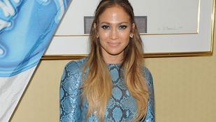 Ön szerint is elfelejtett felöltözni Jennifer Lopez?
