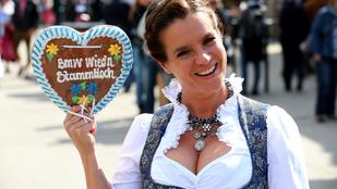 Katarina Witt kitette a mellét az Oktoberfesten
