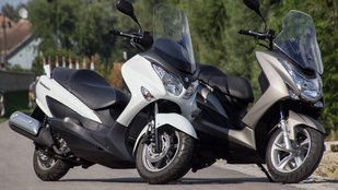 Suzuki Burgman 125 ABS vs. Yamaha Majesty S 125