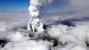 Már 30 halottat követelt az Ontake-vulkán