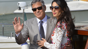 Végtelen lábakat villantott Clooney új neje