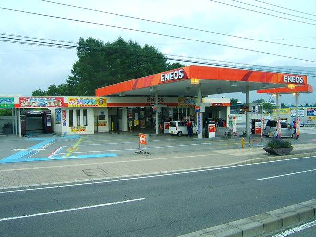 Japán piacvezető motorolaja és benzinkút hálózata