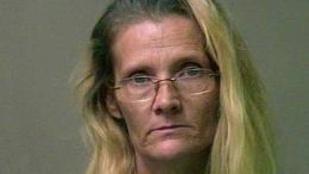 Ostorral verte, késsel fenyegette 7 éves unokáját egy oklahomai nő