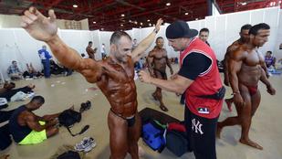 Így vakolják a testépítőket versenyre