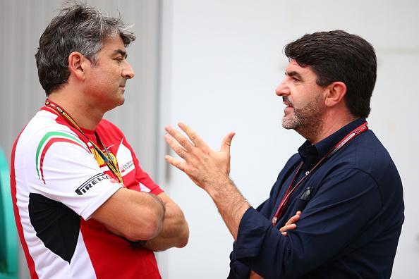 Luis Garcia Abad, Alonso menedzsere magyaráz Marco Mattiacci Ferrari-csapatfőnöknek Szuzukában