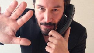 Keanu Reeves nyilvánosan égette magát