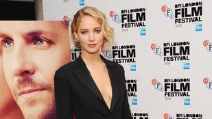 Jennifer Lawrence csak bugyit vett a zakó alá
