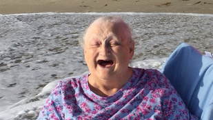 A nap képe: a nagyi, aki a hospice előtt még örült egyszer az óceánnak