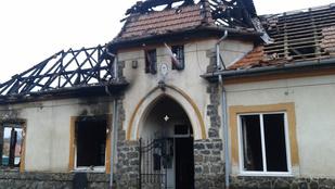 A rendőrség lezárta Püspökszilágyot: tűz volt a polgármesteri hivatalban