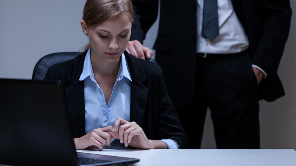 erekció a munkahelyen