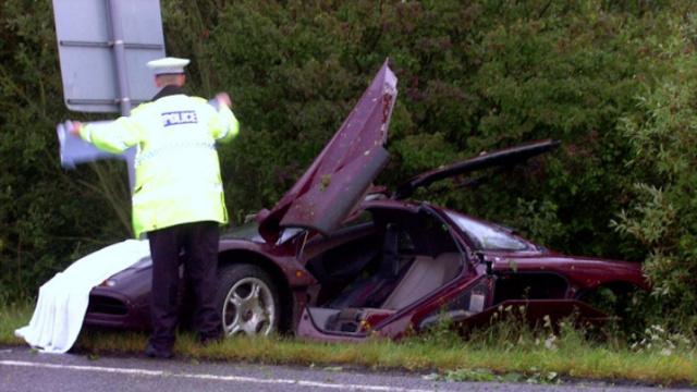 Rowan Atkinson 2011-ben összetört McLarenje az árokban