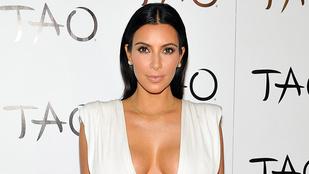 Kim Kardashian kivetett mellekkel ünnepelt