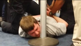 Utasok teperték le az agresszív homofóbot