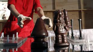 Majszolná az análdugót tartó csokimikulást?