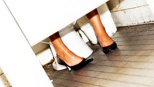 Budiban mobilozott nőket a lábperverz