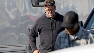 Russell Crowe hatalmas hasat növesztett
